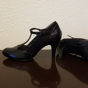 Kenneth Cole Reaction Shoes - Kenneth Cole Black T Strap Heel